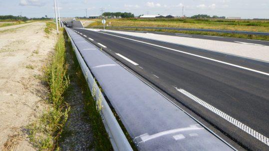 Solar cells on a crash barrier